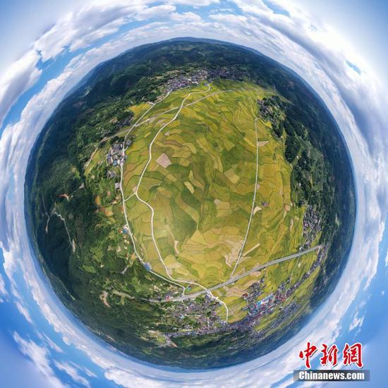 航拍天柱县高酿大坝(合成球形图)。 瞿宏伦 摄