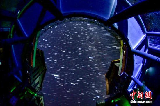 在从江县丙妹镇岜沙旅游服务区拍摄的星轨(多图叠加)。 吴德军 摄