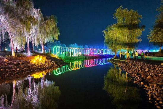 """点""""靓""""如意湖之夜 为美丽七团增光添色"""