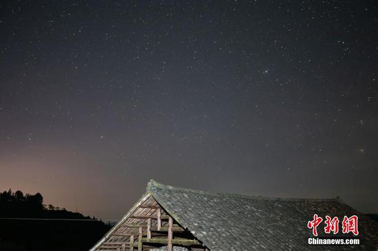 9月4日晚,在贵州天柱石洞镇柳寨梯田拍摄的星空。 瞿宏伦 摄
