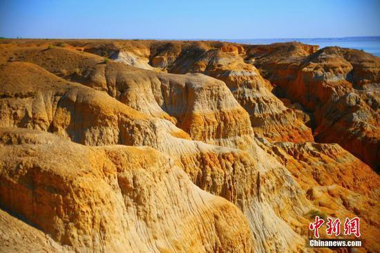 新疆福海县海上魔鬼城景观奇特