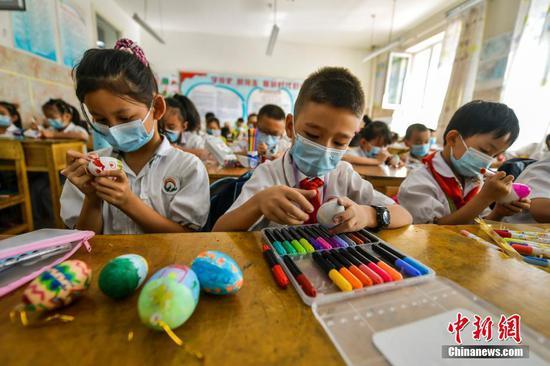 乌鲁木齐:学校社团丰富学生课后托管生活