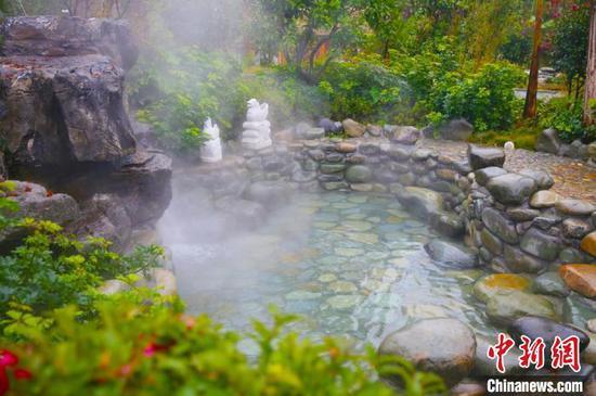 资料图:贵州温泉。 周燕玲 摄