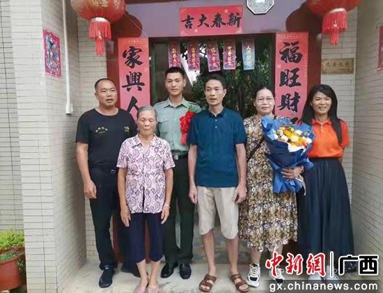 钦州灵山檀圩镇举办2021年度退役军人返乡欢迎仪式