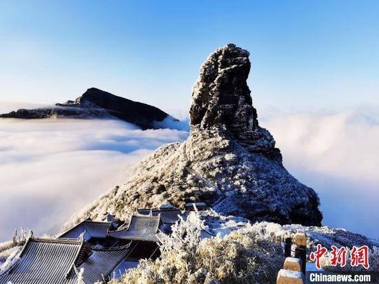 资料图:梵净山雪景。 邱勇 摄