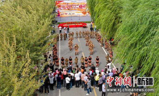 9月11日,开幕式表演自治区级非物质文化遗产《狮子舞》。朱艳峰 摄