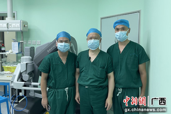 """南溪山医院达芬奇手术机器人成功""""首秀"""""""