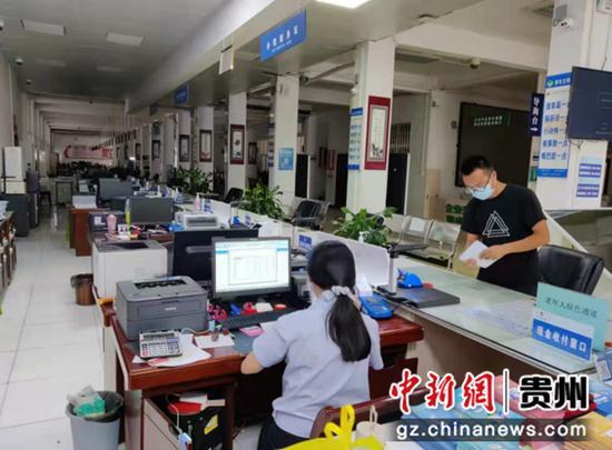 """贵州六盘水:贴心服务""""超黔办"""" 急纳税人所需"""