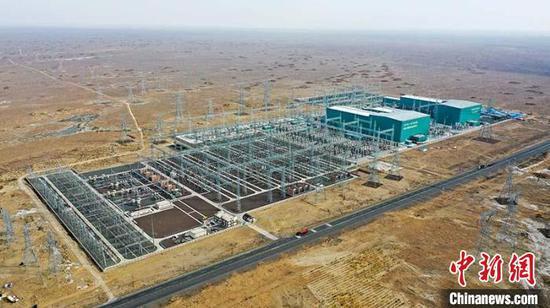 2019年9月26日,昌吉—古泉±1100千伏特高压直流输电工程建成投运,工程投资407亿元。 丁磊 摄