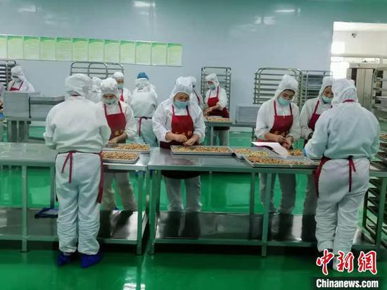 月饼馕除在喀什、阿克苏、乌鲁木齐等地销售外,大部分销往山东及其它省市。 朱景朝 摄