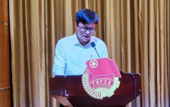 北方民族大學團委副書記彭鵬作交流發言。