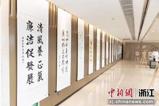 """温州银行""""清廉温行心向党""""职工原创书画摄影作品展。  温州银行供图"""