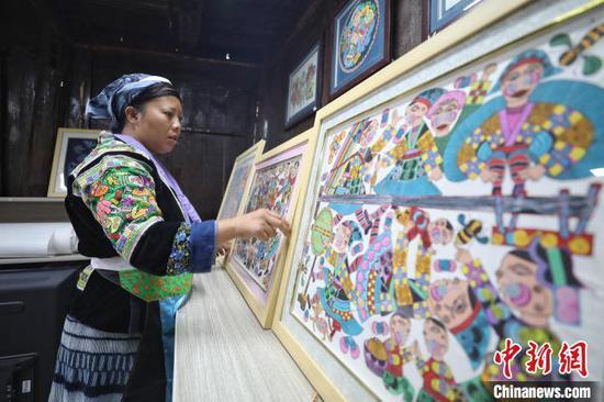 贵州龙里苗族绘画绘出新生活