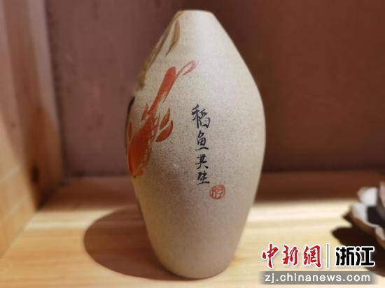 以稻田共生为灵感的文创产品   周孙榆 摄