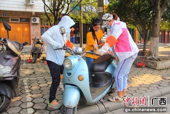 广西桂林临桂区纪检监察干部坚守创城一线践初心