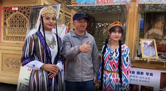 """1570余名上海春秋航空旅游包机、""""华运号""""、""""大雁号""""游客走进喀什"""