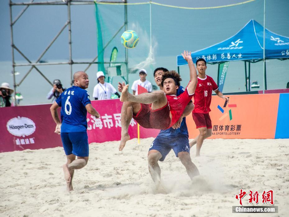 全运会群众沙滩足球赛在广西北海举行