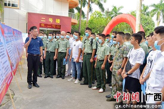 """合浦县开展""""一站式""""服务 助退役军人转变角色"""