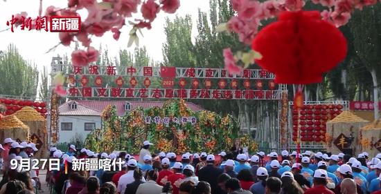 丰收节里庆丰收中国文联文艺志愿服务队走进新疆喀什