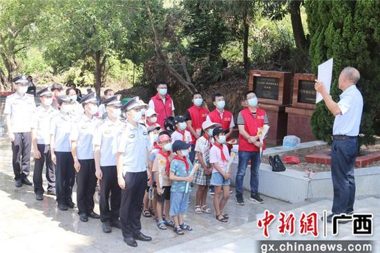 广西防城边检站联同驻地校企开展烈士纪念日活动