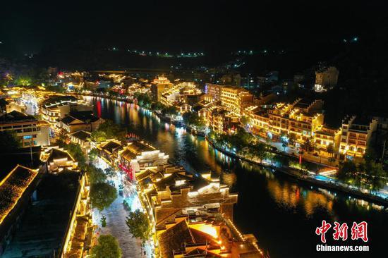 贵州镇远古城夜景美如画