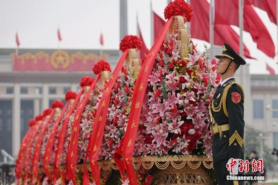 烈士纪念日向人民英雄敬献花篮仪式在北京隆重举行