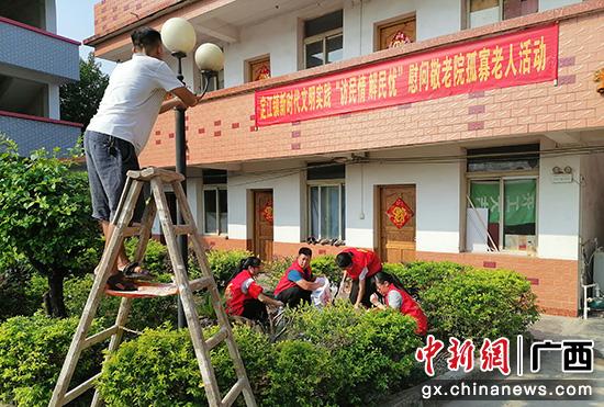 桂林灵川县定江镇慰问养老中心 志愿服务温暖孤寡老人