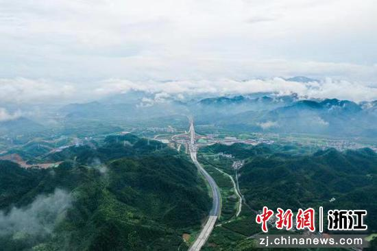 建设中的临建高速。  浙江省交通集团供图