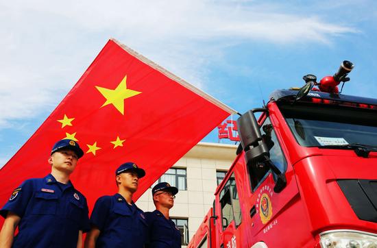 宁夏吴忠消防:与国旗同框 向祖国告白