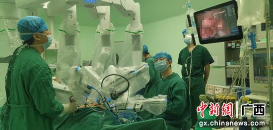 南溪山医院胸外科完成两例达芬奇机器人手术