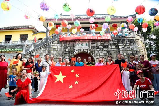 """桂林市中华文化促进会举行国庆""""快闪""""文艺活动"""