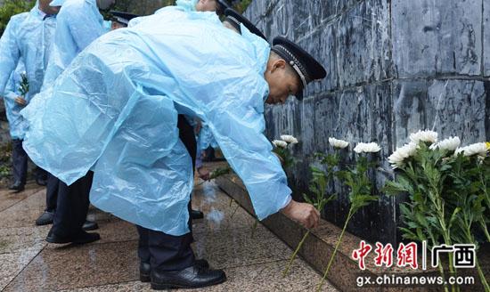 鲜花献给英雄 广西灌阳县举行烈士纪念日公祭活动
