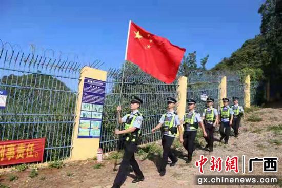 广西凭祥边境管理大队加强边境巡逻护航国庆长假