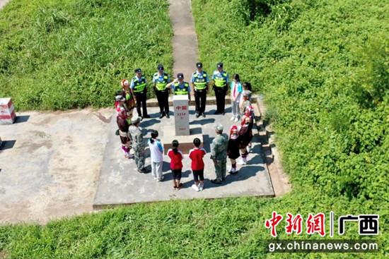 防城边境警方开展主题活动 传承红色基因