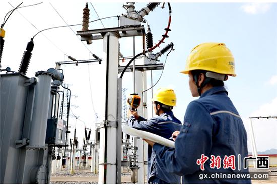崇左大新供电公司24小时值守做好国庆保供电工作