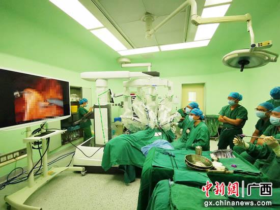 南溪山医院运用手术机器人完成桂北地区首例结肠癌根治手术