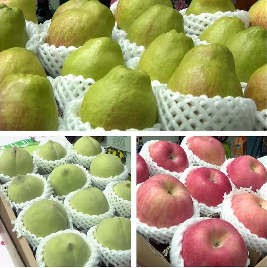 图为水果展区的九月菊、香梨、苹果等果品亮相交易会。古海尔·艾山/摄