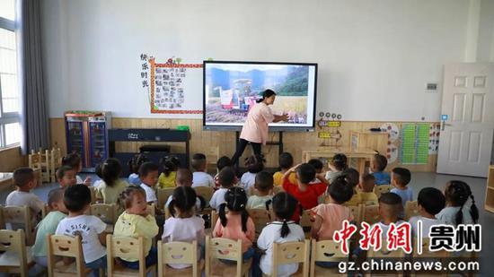 孩子就近在幼儿园上学