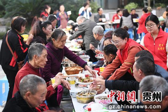 贵阳市南明区一社区举行重阳节活动