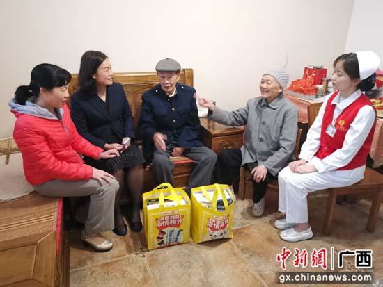 南溪山医院开展重阳节慰问老同志活动