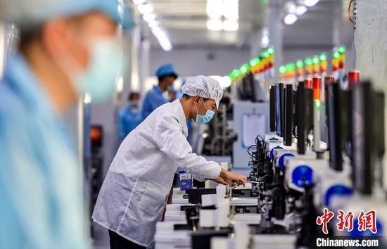 新疆少数民族务工人员:家门口就业促增收