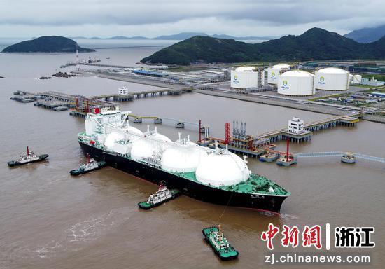 舟山新奥LNG接收站码头。  华志波 摄