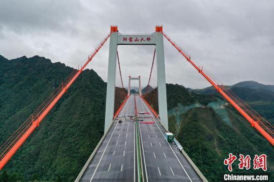 航拍即将通车的贵州阳宝山大桥