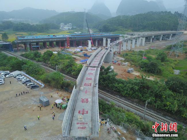 贵南高铁全线转体梁工程顺利竣工
