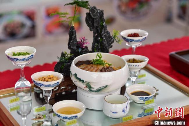 第一届广西技能大赛加入桂林米粉赛项 选手作品如山水画卷