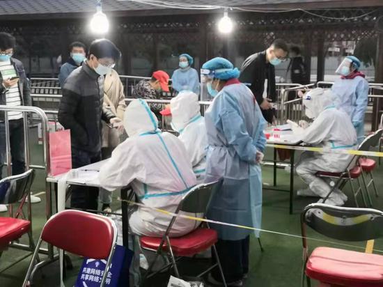 宁夏核调院志愿者协助社区开展核酸检测