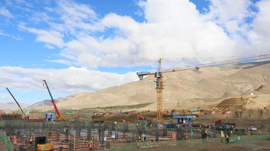 """雪域高原上筑起""""空中天路"""" 驻津央企西藏隆子建设机场"""