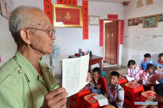 70-year-old man dedicated to voluntary work for left-behind children