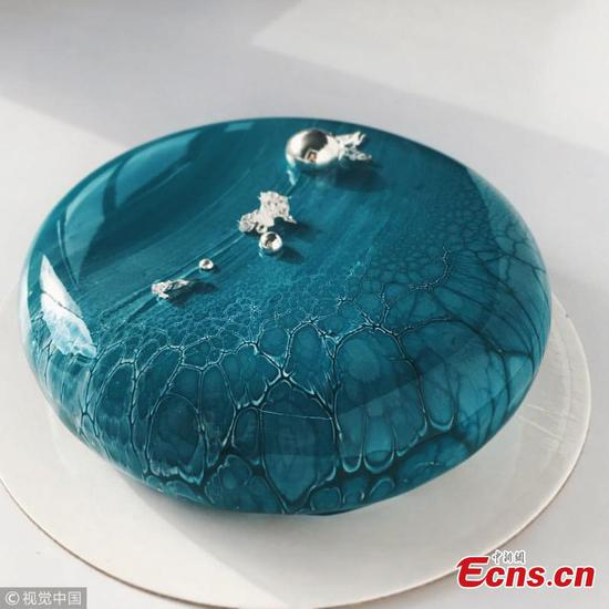 Artistic baker creates mirror glazed cakes