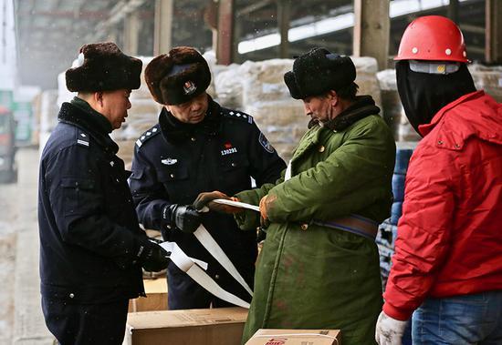 乌鲁木齐铁警安全宣传进货场